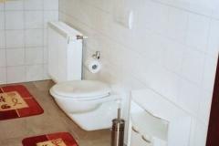 Dachgeschoss-Toilette